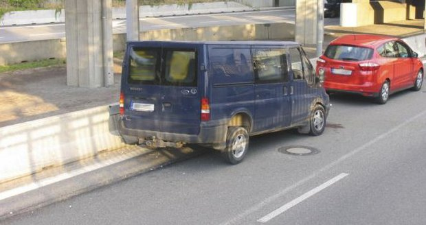 Řidič havaroval s dodávkou na dálnici v Brně. (Ilustrační)