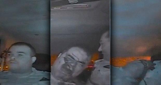Šílené video: Lupiči střelili policistu do obličeje, jeho parťák ho kryl vlastním tělem