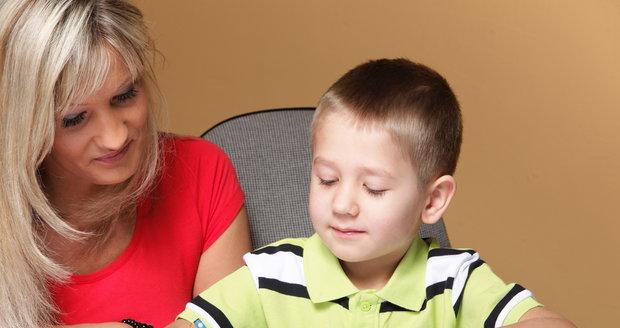 Dítěti nejvíce pomůže, když budete rozvíjet třeba jeho vyjadřovací schopnosti a samostatnost, číst a psát se může naučit ve škole