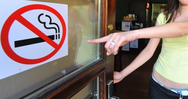Kouřit v hospodě ano, ale odděleně. Poslanci kostí zákon