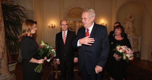 Prezident Miloš Zeman a kytice pro Olgu Sobotkovou