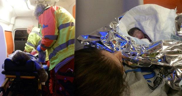 Mladá dívka zdravotníky přivolala kvůli bolestem břicha, nakonec v sanitce porodila.