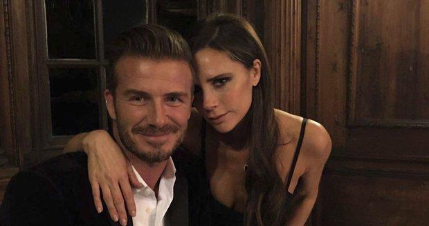 Victoria Beckham nenosí jen černou! Překvapí vás, co si oblékla?