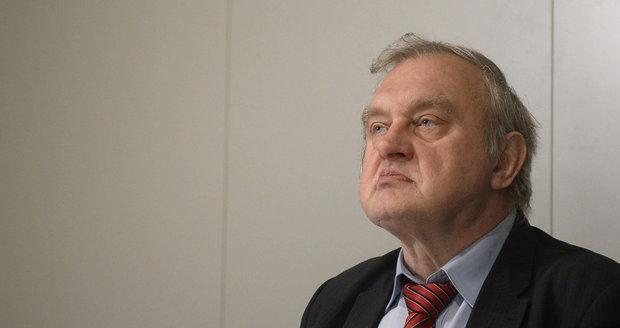Miloslav Ransdorf na tiskové konferenci