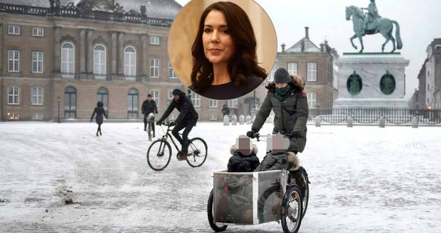 Dánská princezna Mary vyvezla své děti ve vozíku na zeleninu.
