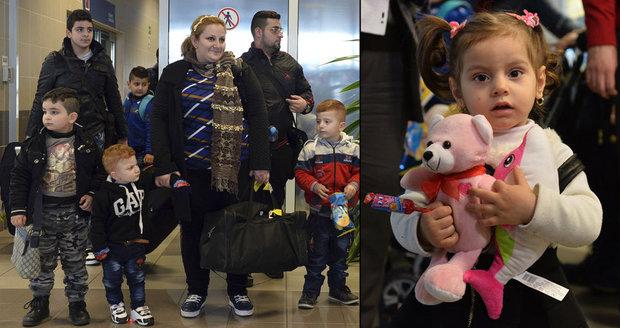 """Do Česka přiletěli další iráčtí běženci. Varují před islamisty: """"Chtějí zabíjet"""""""