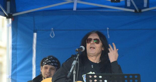 Demonstrace na Václaváku svolaná Okamurou: Rocker Aleš Brichta