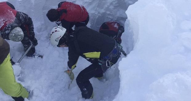 Pět mrtvých lyžařů je z Česka.