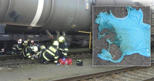 Dva malí chlapci přelézali vagon: Popálil je proud z troleje