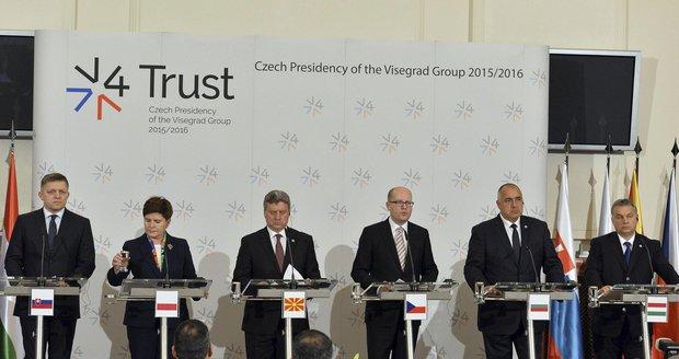 V4 v Praze o migraci: Politici EU nemají smysl pro realitu, bouřil Fico