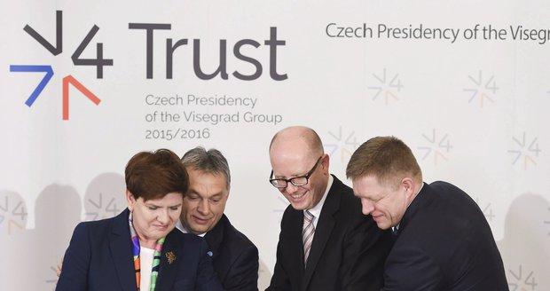 Setkání V4 v Praze: Dort k 25. výročí založení visegrádské čtyřky