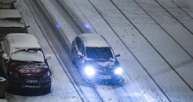Také Praha zapadala v pondělí sněhem.