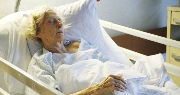 Nemocná žena se zranila po pádu v koupelně: Syn ji nechal umřít (ilustrační foto)