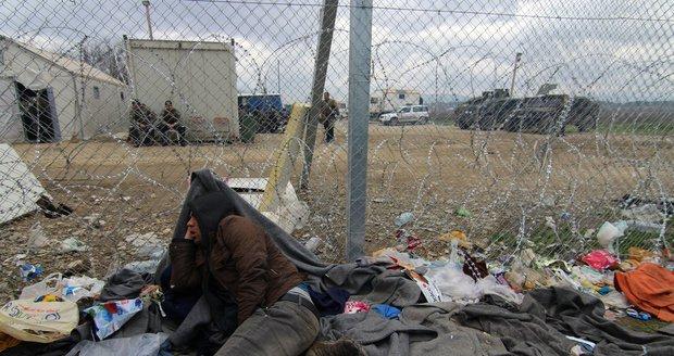 Zoufalé čekání na otevření hranice