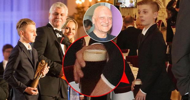 Artur Šípek převzal za svého zesnulého otce Bořka Šípka cenu Trebbia a pak šel pro pivo.