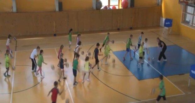 Hodina pohybu navíc má mezi žáky 1. až 3. tříd ZŠ vyvolat zájem o sportovní kluby v okolí škol.