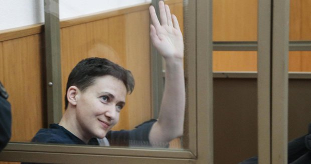 Savčenková letí domů: Moskva a Kyjev si předávají vězně