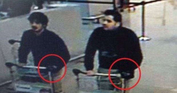Sebevražední atentátníci na letišti