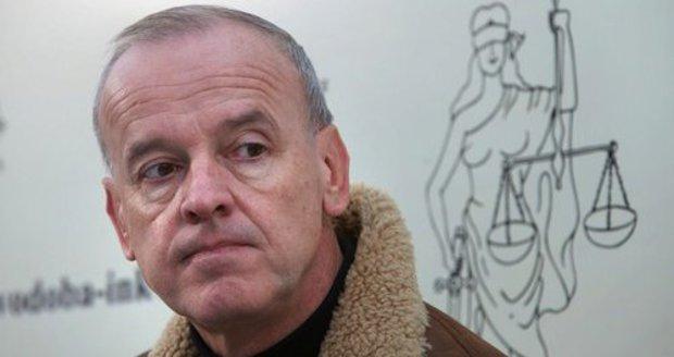Česká stopa v kauze Panama? Známý právník má prý na ostrově miliardy