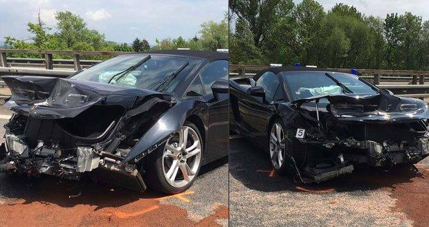 Řidič na dálnici u Svijan rozstřelil Lambo: Nezvládl mokrou vozovku