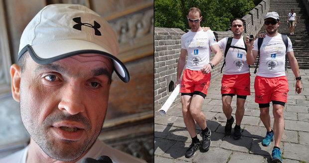 Český běžec jako první nevidomý zdolal maraton na Velké čínské zdi: Připravoval se půl roku