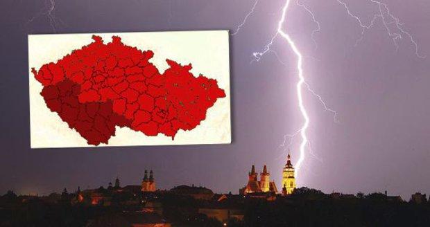 Noční smršť bouřek. Nejsilnější budou na jihu a západě Čech, sledujte radar