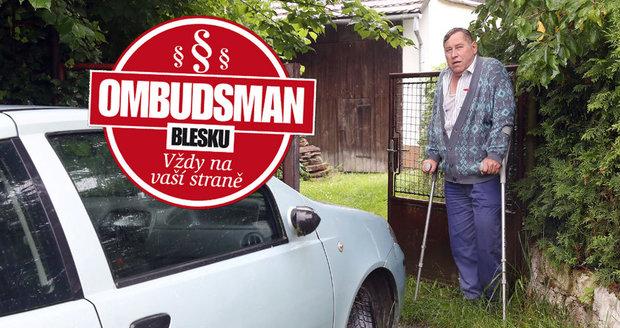 Manželé Květuše (67) a Josef (65) Šturmovi koupili před lety dům, aniž by tušili, že cesta, která k němu vede, je soukromým majetkem souseda.