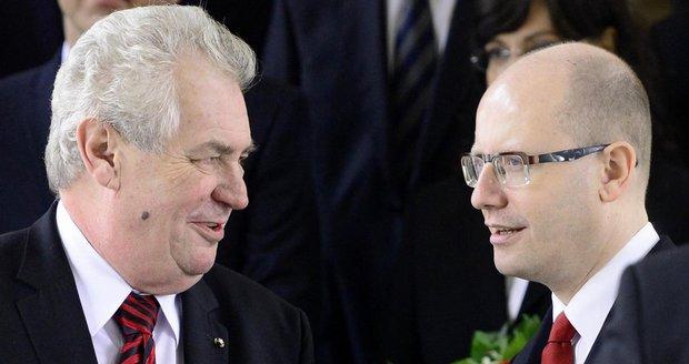 """""""Erdogan nás vydírá."""" Sobotka i Zeman odsoudili hrození uprchlíky"""