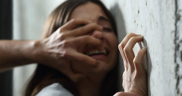 Znásilněná dívka chtěla pomoc. Redaktorka ji zpražila: Buď ráda za kondom