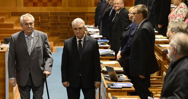"""Prezidenta budeme volit 12. a 13. ledna. Kdo chce sesadit Zemana z """"trůnu""""?"""