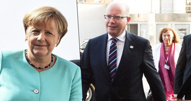Klausová byla se Sobotkou na červeném koberci. A Merkelová ví o krizi EU