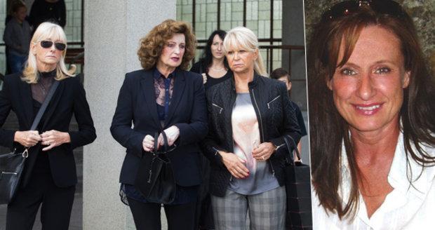 Pohřeb manekýny Blanky Zelinkové: Ledovou královnu vyprovodily její kolegyně z přehlídkových mol