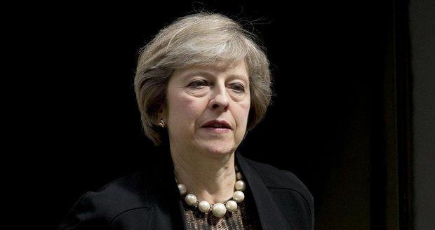 """Mayová s brexitem """"ostrouhala"""". Soud: Vystoupení z EU musí odkývat parlament"""