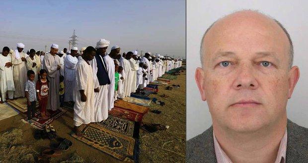 Misionář Petr Jašek (vpravo) byl zadržen v africkém Súdánu v prosinci 2015.