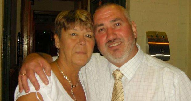 Na záchranku čekal tři hodiny, nakonec mu manželka zemřela v náručí