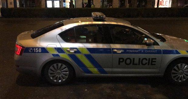 Policie v noci honila řidiče audi, který se jí snažil ujíždět. (ilustrační foto)