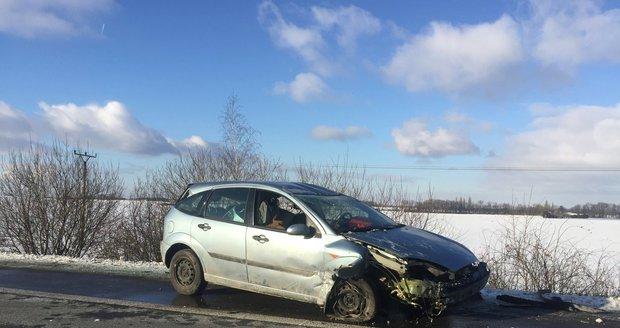 Řidička na D11 převrátila auto přes střechu