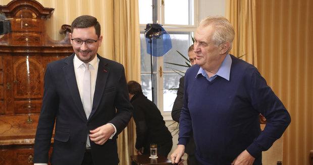 Miloš Zeman vystoupil v pořadu S prezidentem v Lánech (leden 2017), na snímku s mluvčím Jiřím Ovčáčkem.