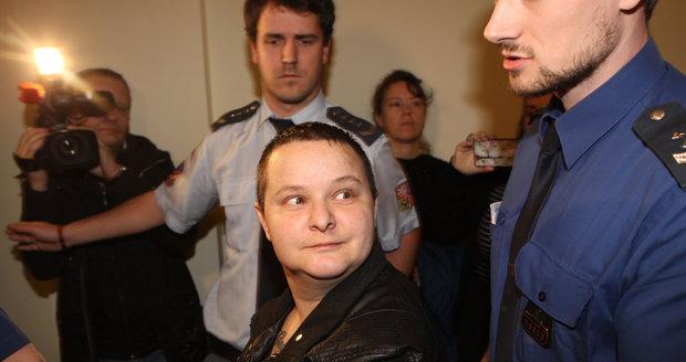 Michelle S. (33), která zavraždila minulý rok v červenci zákaznici v supermarketu na Andělu, stanula před soudem. Ten jí prodloužil vazbu.