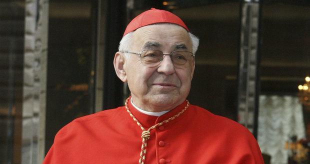 Kardinál Vlk má rakovinu. Z plic se rozšířila do kostí, se smrtí se smířil