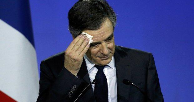 Prezidentem Francie chce být 11 politiků. Na podpisy vede průšvihář Fillon