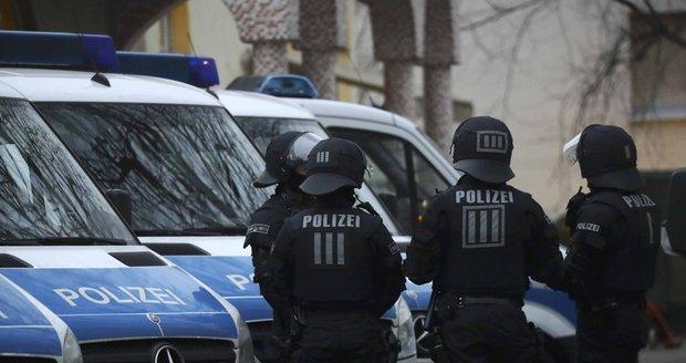 Němci zmařili útok výbušninou. Policie zadržela tři podezřelé z příprav teroru