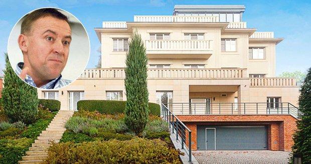 Zakladatel AAA Auto prodává svoji luxusní vilu v Praze-Troji.