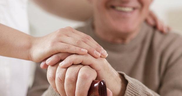 Sestra z domovu pro seniory na příspěvek asi nedostáhne