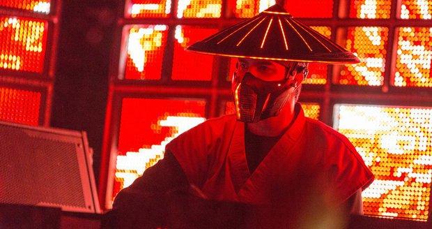 DJ Datsik v masce