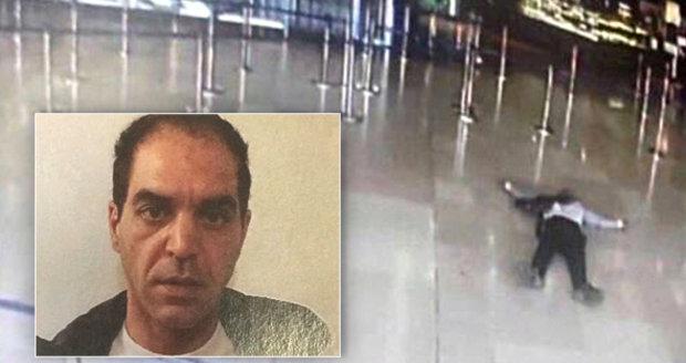 Ziyed Ben Belgacem (39) je podle prokuratury mužem, který zemřel, když zaútočil na vojačku na letišti Orly v Paříži. Její zbraní chtěl vraždit, vojáci ho zastřelili.