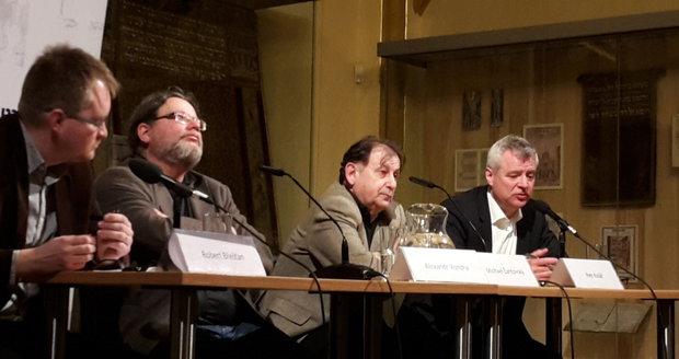 Debata trojice velvyslanců v USA Alexandra Vondry, Michaela Žantovského a Petra Koláře