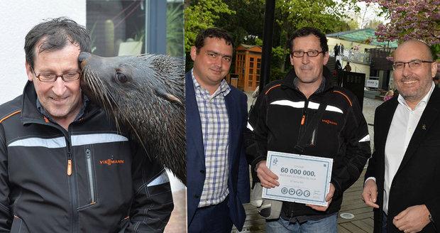 Vlastimil Čermák se stal 60miliontým návštěvníkem Zoo Praha. Pogratuloval mu šéf zahrady Bobek i náměstek primátorky Dolínek. Oslavenec dostal dort, dárky a podíval se i za lachtany.