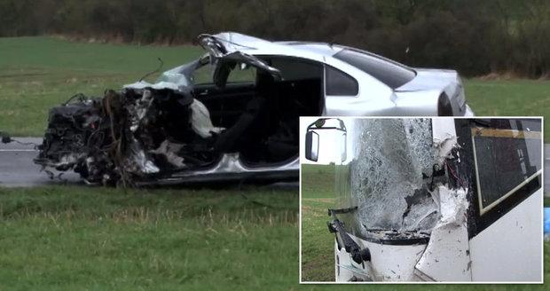 Tragická nehoda auta a autobusu: Zemřel devatenáctiletý řidič Dušan.