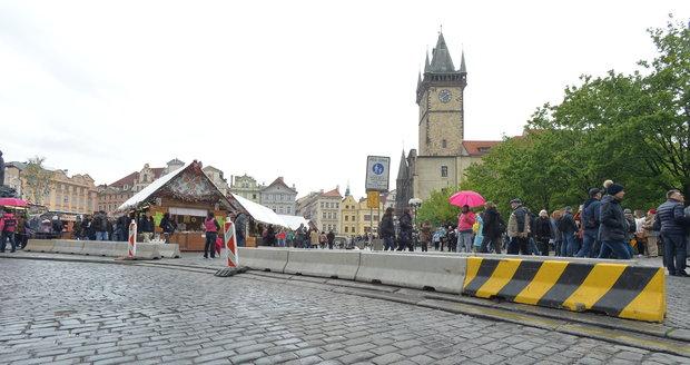 Na několika rušných místech Prahy narazíte na zátarasy.
